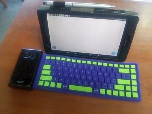 シリコンキーボードとタブレット